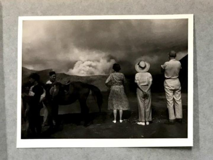 Album of F. Broekstra, Surabaya. Watching the eruption of Gunung Bromo (Java), c. 1954. Collectie Wereldmuseum, TM-30023113 (ALB-2207).