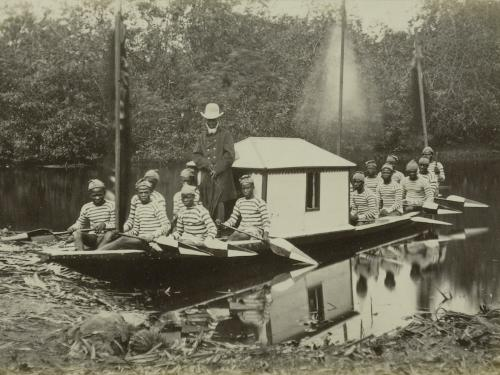 Riverboat with Kru-men as rowers, Angola, photograph by J.A. (José Augusto) da Cunha Moraes, ca 1870. RV-A274-40, part of the 1883 donation by J.W. Regeer.